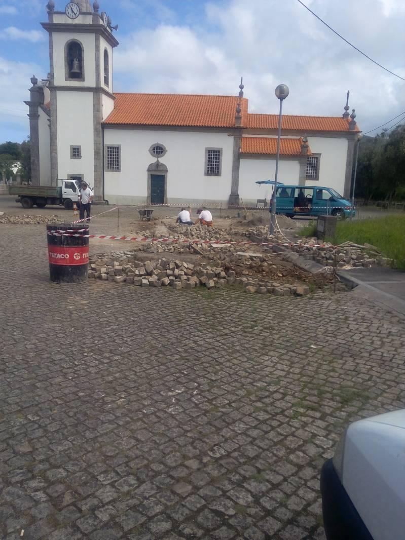 Repavimentação no Adro da Igreja Paroquial
